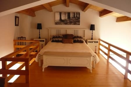 Attic bedroom in the mountains - Escàs - Apartamento