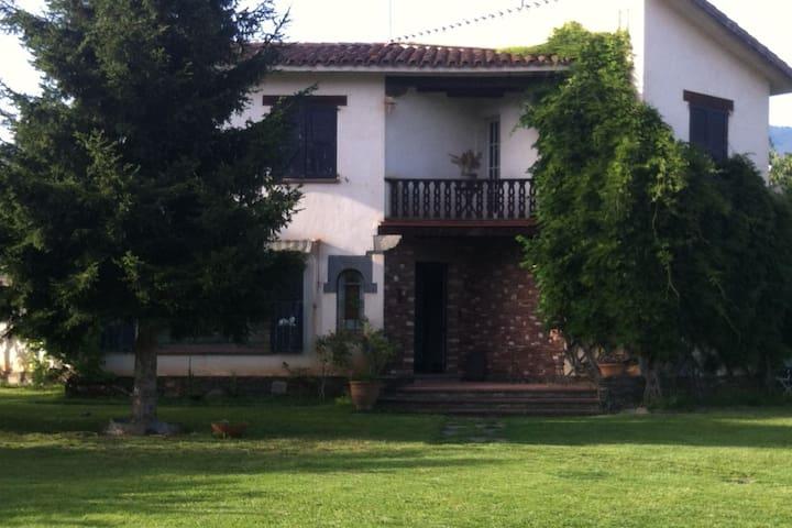 Preciosa casa en Montseny, a 40 minutos de Bcn - Sant Esteve de Palautordera - Vila