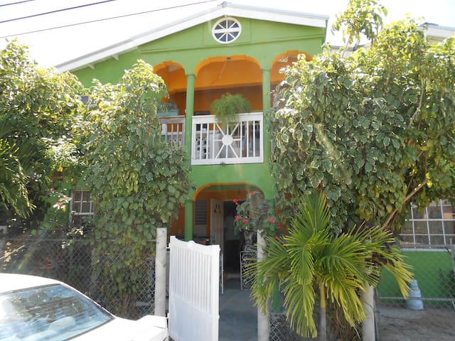 Jo J's Guest House 2 BedRoom Sleep 6 A/C Free WIFI