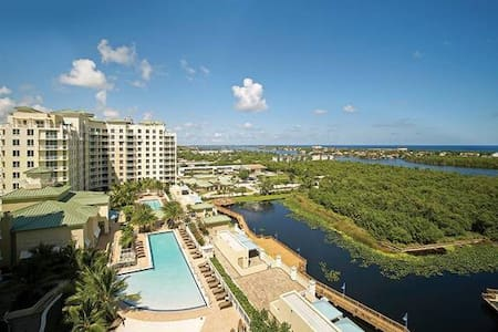 Casa Costa Cozy on the Intracoastal Waterway - Boynton Beach