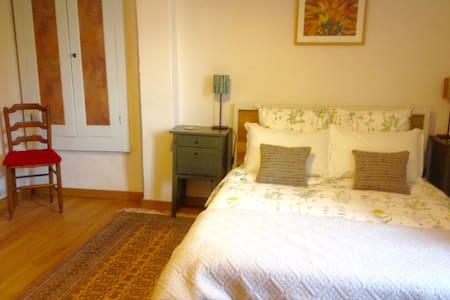 Chambre d'hôte à Najac, chambre No2 - Najac - Bed & Breakfast