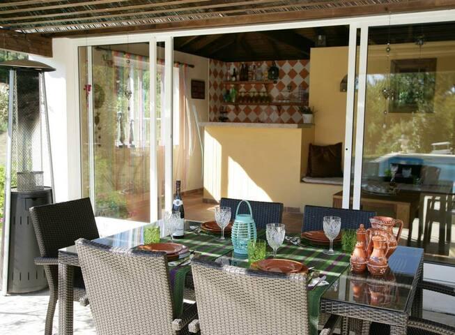 Ruim luxe vakantiehuis met verwarmd prive zwembad