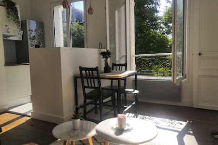 Appartement cosy: 12 minutes from Paris!
