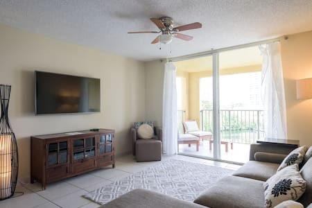 Spacious 2 bedrooms with Water Views - Aventura - Condominium