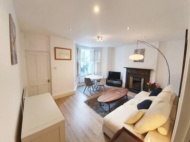 Stylish Clapham garden flat beside Northcote Road