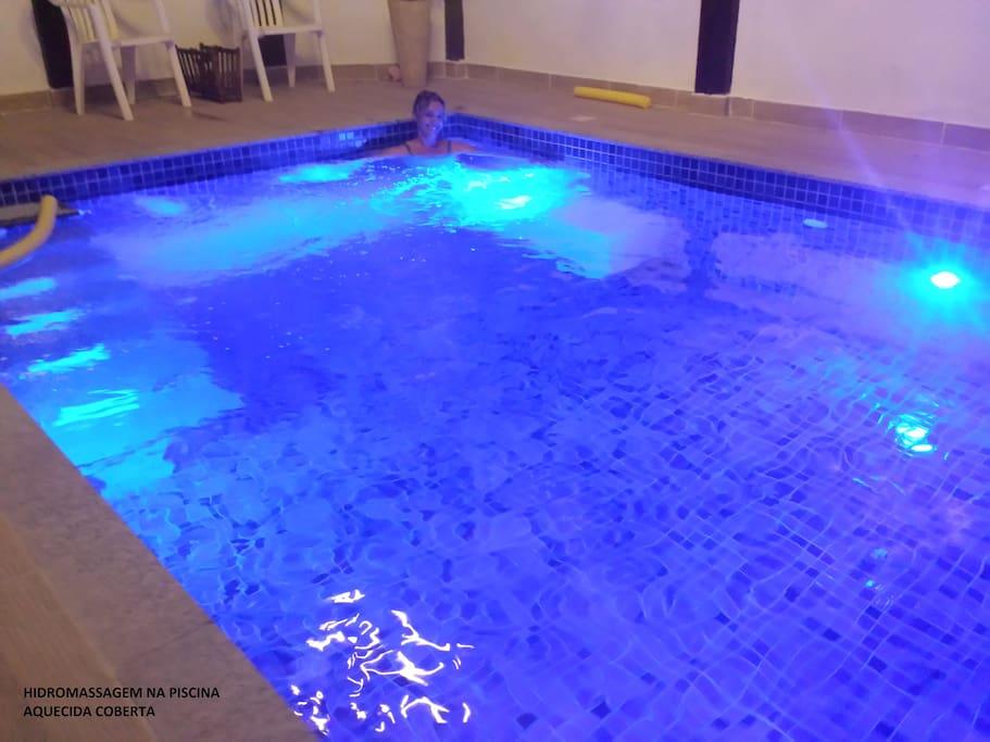 piscina aquecida coberta com hidromassagem