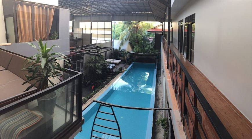 Poolside studio apt with, gym, sauna & jacuzzi - Krong Siem Reap - Apartment-Hotel