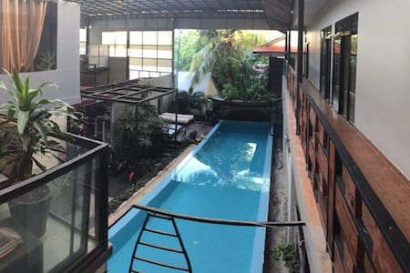 Poolside studio apt with, gym, sauna & jacuzzi - Krong Siem Reap