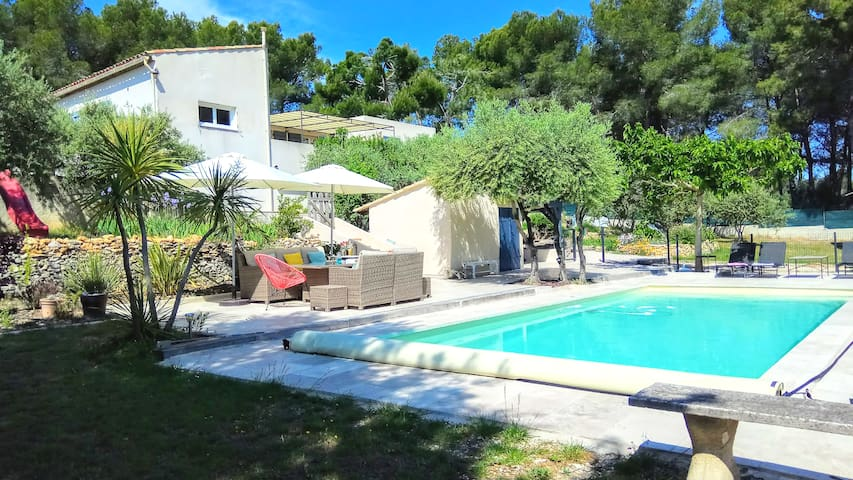 Charming House with pool next to Aix en provence
