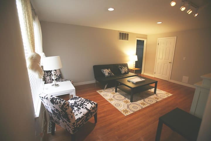 Spacious Separate Suite in Private Home