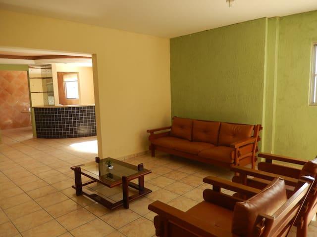 Casa 1º andar em Olinda Casa Caiada a 100 m. praia