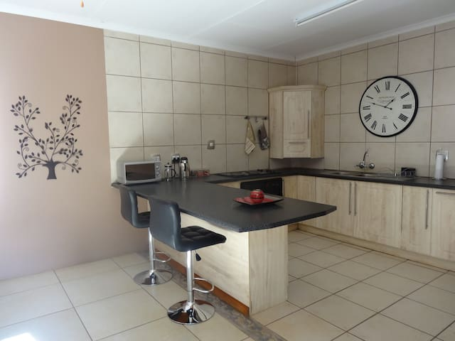 EXECUTIVE B&B and SELF CATERING