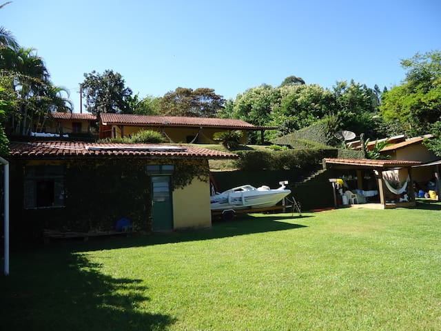 Campo e Represa - Verão e Inverno - Joanopolis SP - Joanópolis - Ház