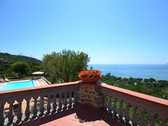 Traditional Villa with Pool and Veautiful Sea View - Vibonati