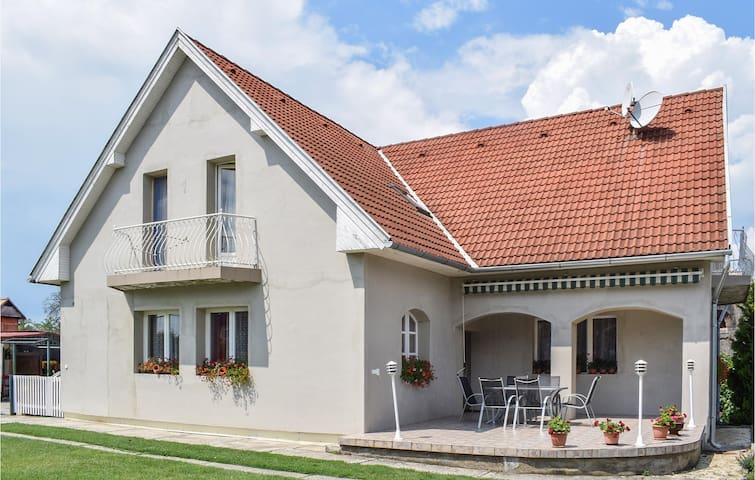 Holiday apartment with 2 bedrooms on 80m² in Balatonszemes