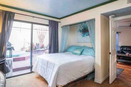 Downtown Guest Room w/ private entrance & bathroom