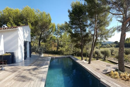 Private Bedroon with low ceiling - Pitoresque view - Le Castellet - Casa