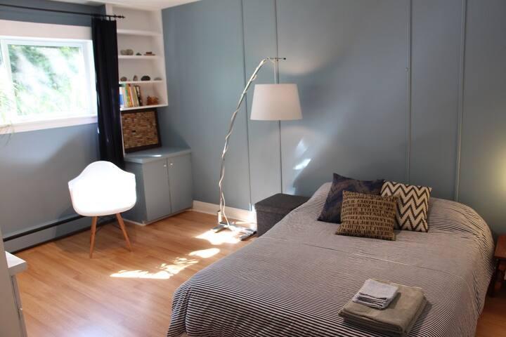 Chambre #1:  lit double