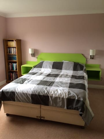 Spacious and comfortable - guaranteed a good sleep - South Gloucestershire - House