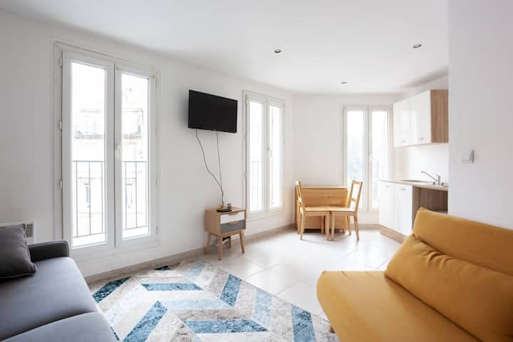 BEAUTIFUL STUDIO - NEAR THE OLD PORT IN THE 7th ARRONDISSEMENT OF MARSEILLE