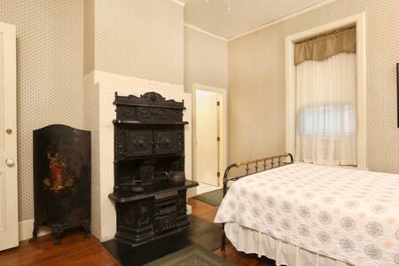 Beautiful one bedroom studio on Benefit Street - Providence - Bed & Breakfast
