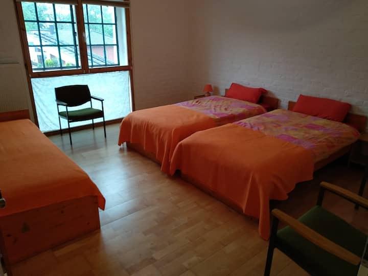 Schönes, helles Zimmer (nr3) in Köln-Mülheim