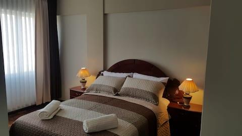 Solig lägenhet, fantastisk utsikt och läge