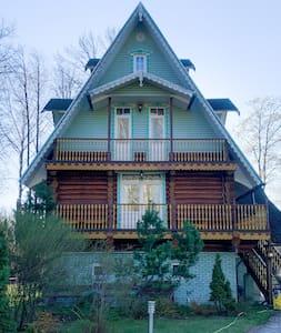 Уютный дом-теремок в русском стиле недалеко от СПб