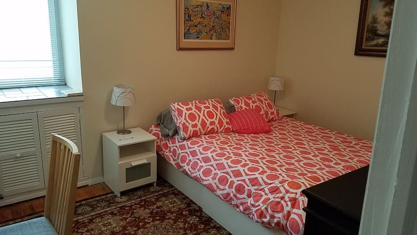 Quiet bedroom and ideal for busy professional - Hartsdale - Apartment