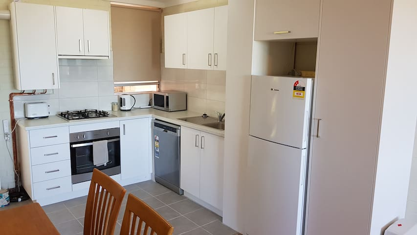 2 Bed, Free WiFi, 4th Floor, Wembley 412