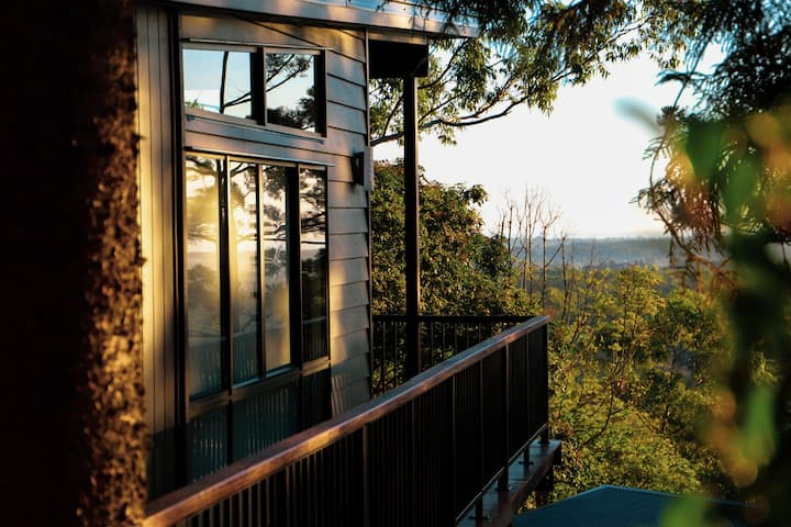 Luxury Hillside Chalet Overlooking Moreton Bay (a)