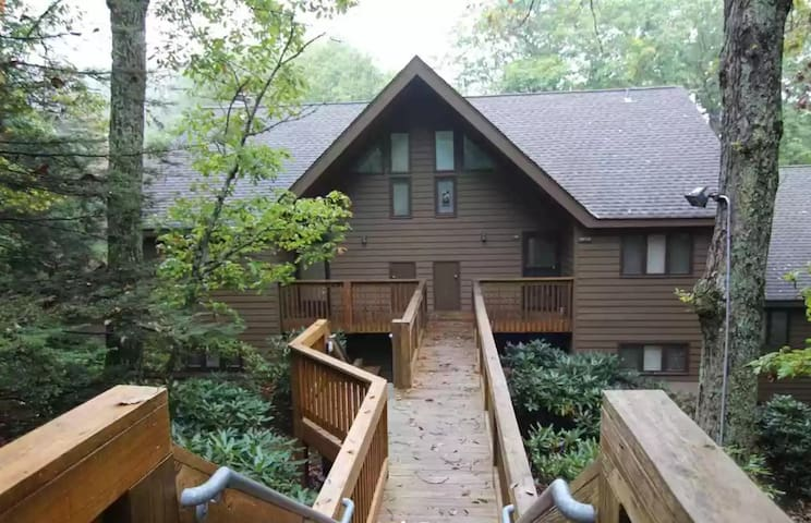 Wintergreen Resort - POOL IS OPEN: Sleeps 4