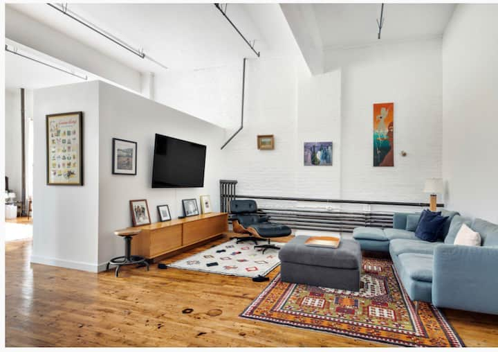 Chic Williamsburg Loft. Tons of sunlight. Peloton!