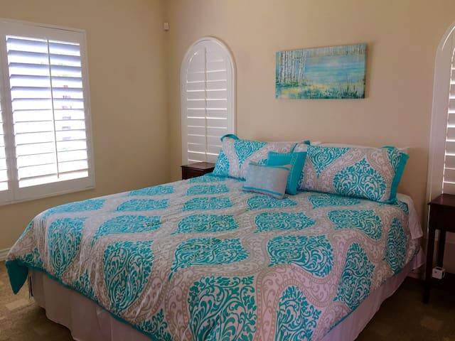 Casita sleeps 2 king size bed and mini Fridge