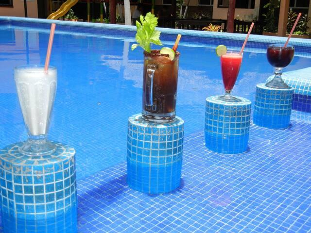 La opción económica  2ó4 Hotel Azteca Cancún