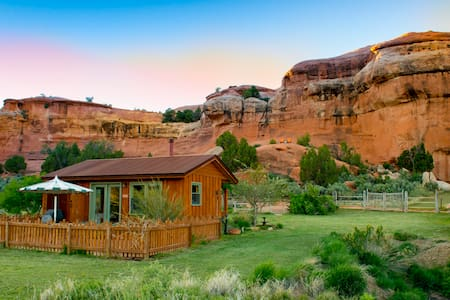 Canyon Hideout Cabin