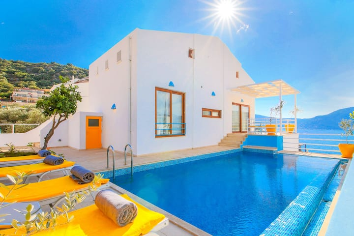 Villa Elmas: Private pool, sea-views, A/C, Wi Fi