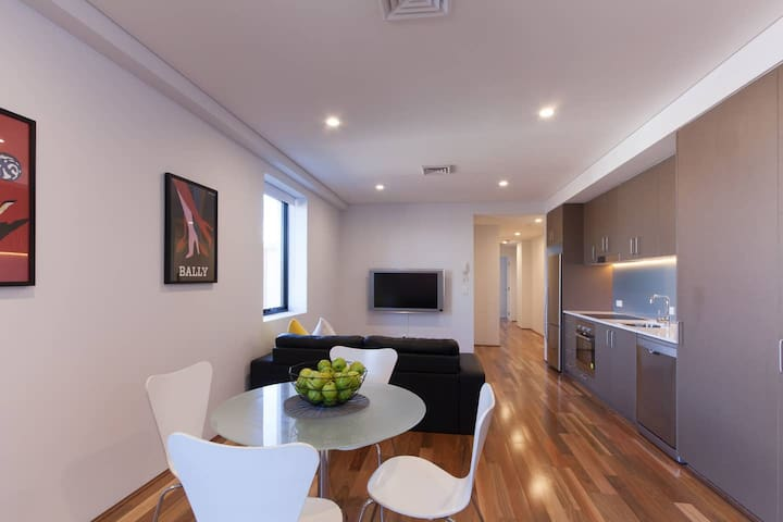 Location & convenience in the heart of Maylands!