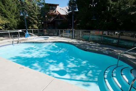 2 BR/2 BA Townhouse with Own  Hot Tub