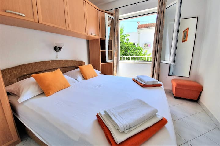 LUXURY Red apartment in Hvar town!