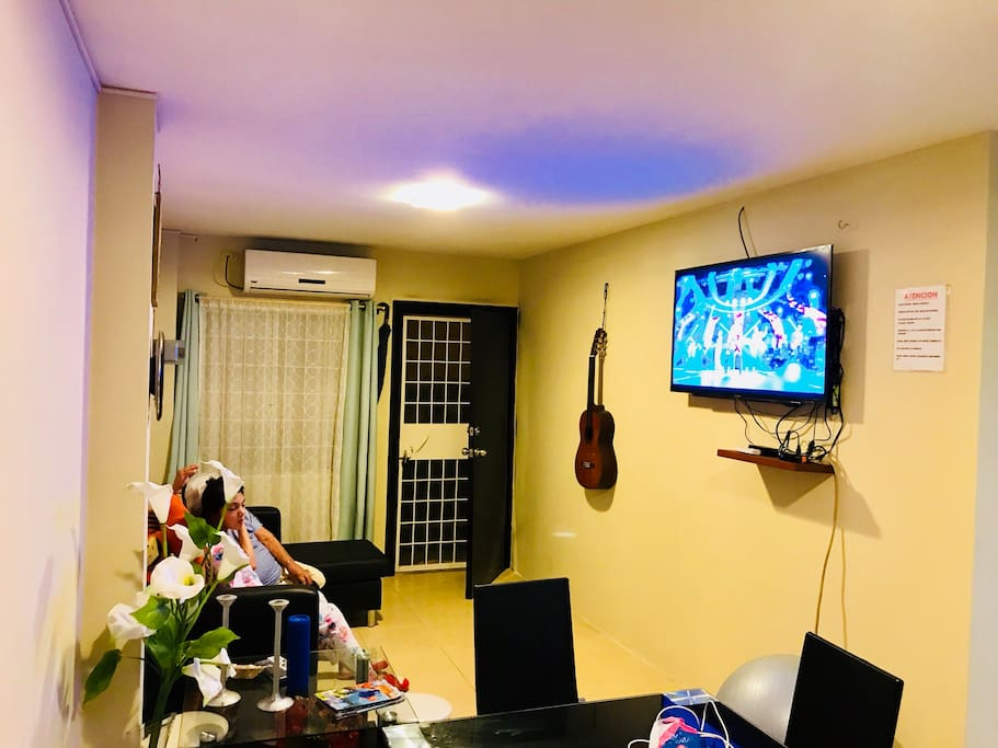 """Área común comedor sala con a.a. Y Lcd de 40"""" con Netflix y direc tv ."""
