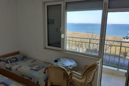 Kraimorie Guest Room 1 Sea View