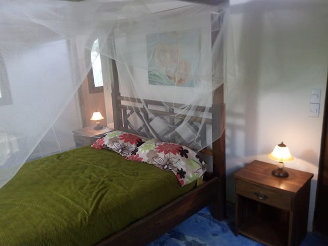 Bedroom. Dormitorio