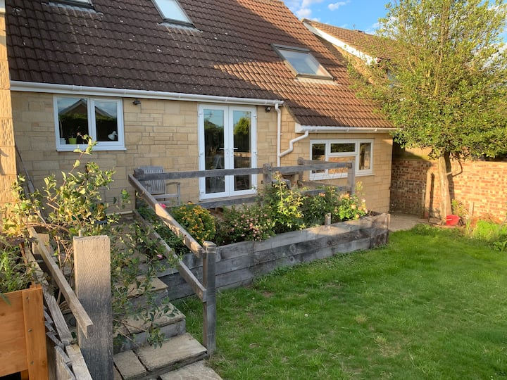 2 bed, pet friendly recently refurbished annexe