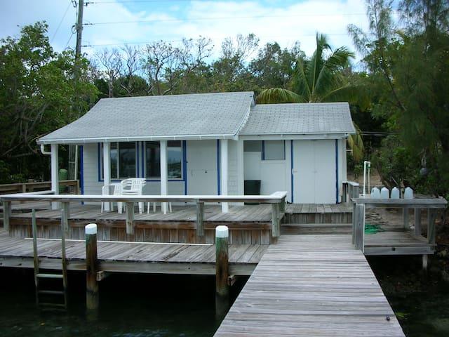 Captain's Seaside Cottage, Includes Dock! - Man O War - Haus