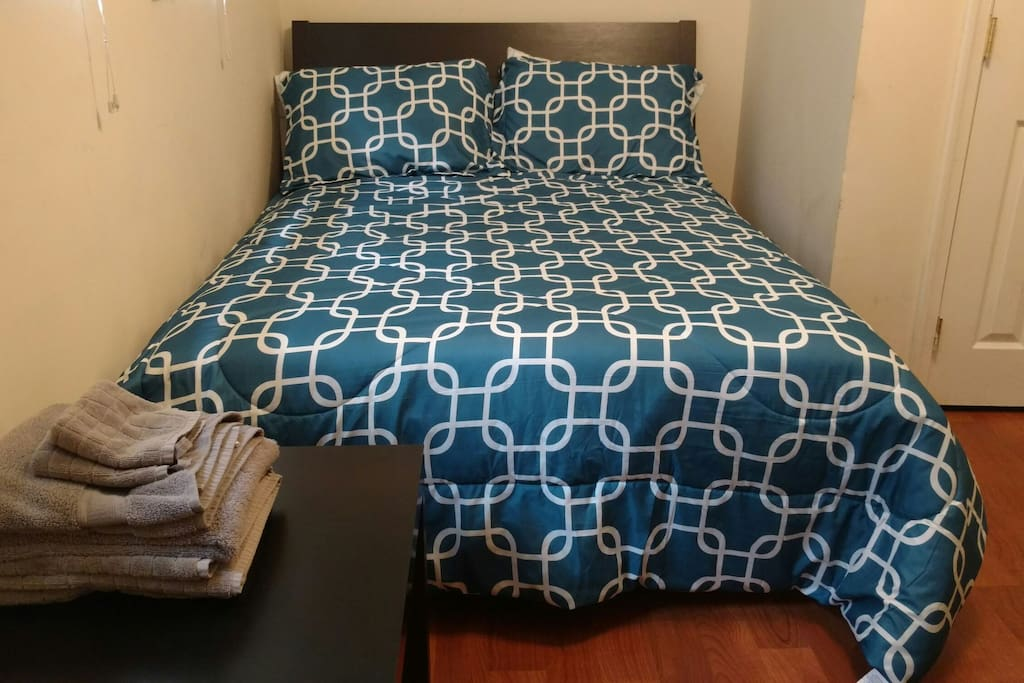 Full-size bed, 4 pillows, comfy mattress and frame.