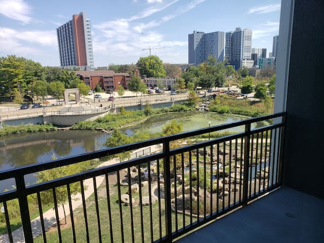 Midtown Plaza - Campustown Luxury Apartment (A)