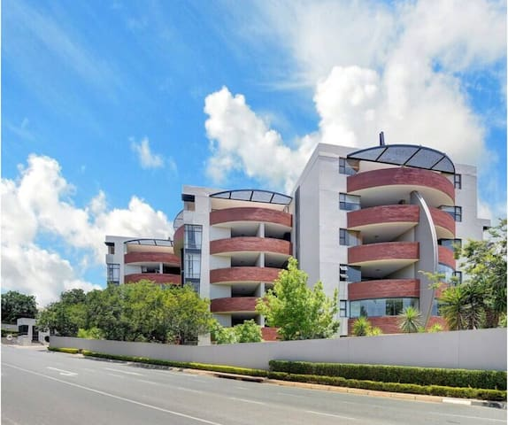 Modern, Sophisticated and Spacious - Sandton 2 bed