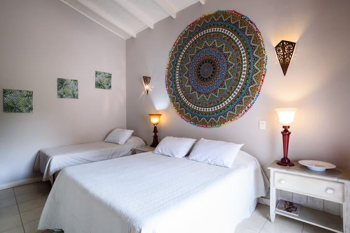 Suíte 4 (uma cama queen e uma cama de solteiro)