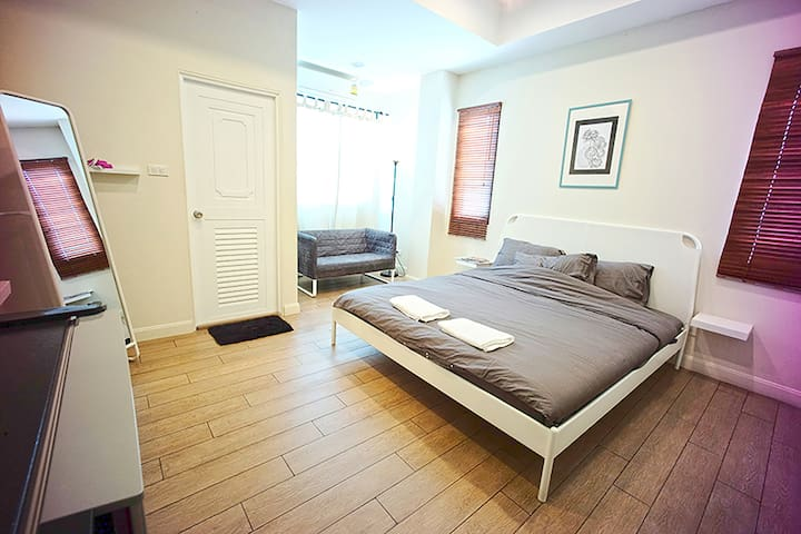 Private Standard room king bed for 2Adults 1child